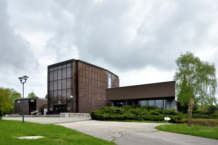 Smuteční síň s krematoriem od architekta Iva Klimeše (foto Roman Polášek, 2016).
