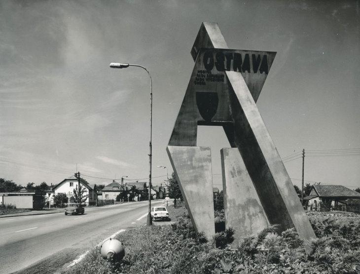 Miroslav Karpala a Bronisław Firla: vstup do města od Šenova, 1979 (foto Petr Sikula)
