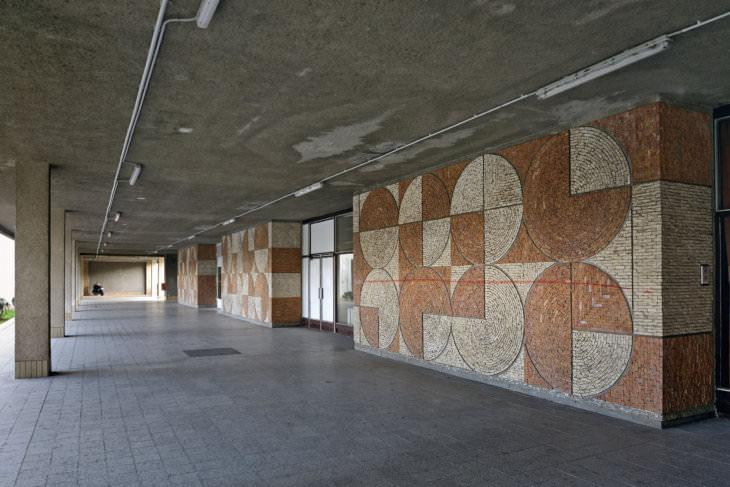 Jan Václavík: mozaika na domě služeb kolejí VŠB, 1982 (foto Romano Polášek)