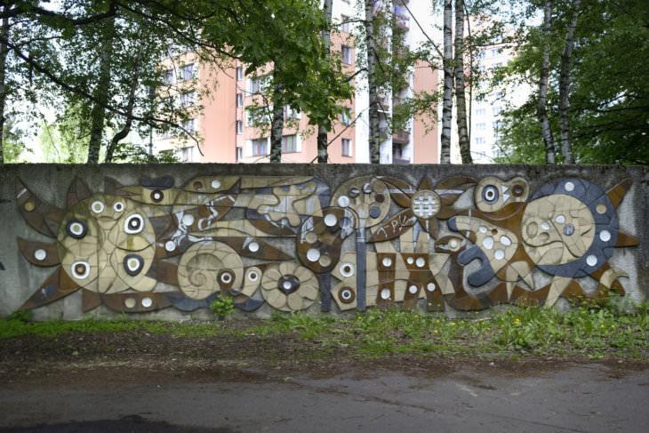 Pavel Hanzelka: největší z dekorativních stěn v Bělském lese, 1973 (foto Roman Polášek)