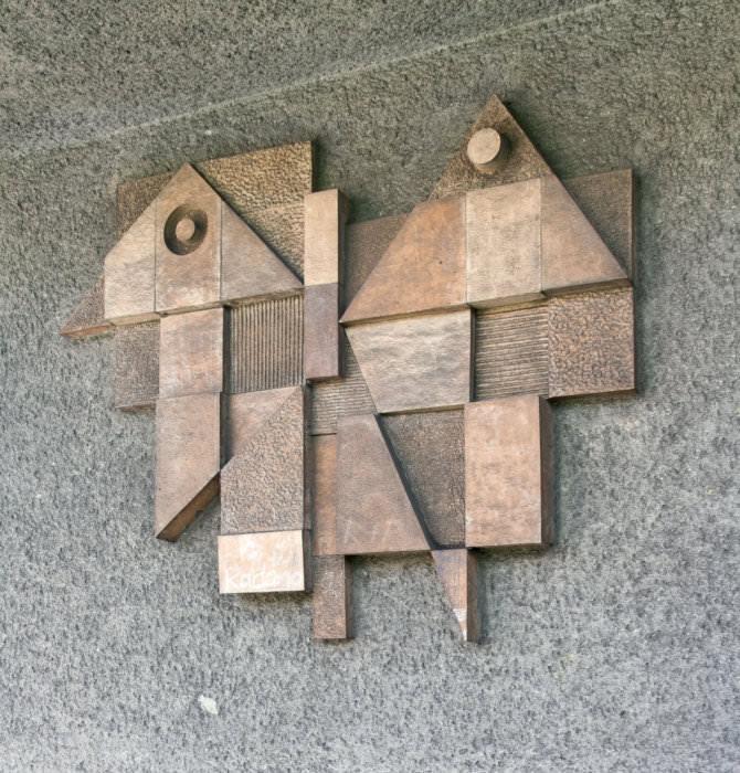 Pavel Hanzelka: reliéf Motýl, nákupní středisko Radvanice, 1971 (foto Jakub Ivánek)