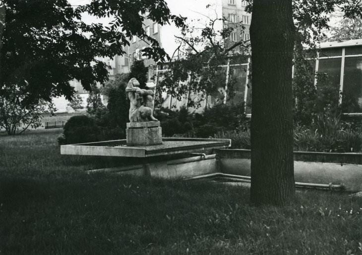 Jiří Myszak: socha Vzhlížející z let 1961–1965, na fontáně v areálu výstaviště na Černé louce (Archiv města Ostravy)