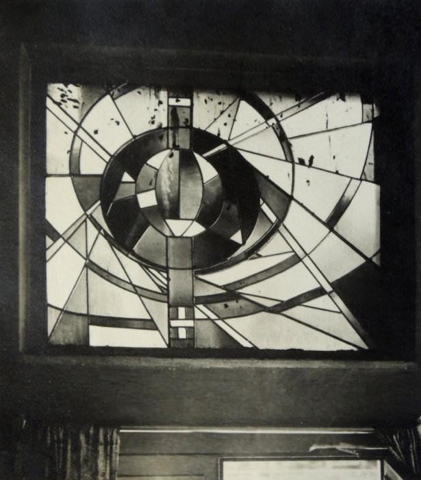 Jiří Jaromír Drozd: vitráž s motivem Výboje energie pro restauraci Centrum, 1961–1964 (Zemský archiv v Opavě)