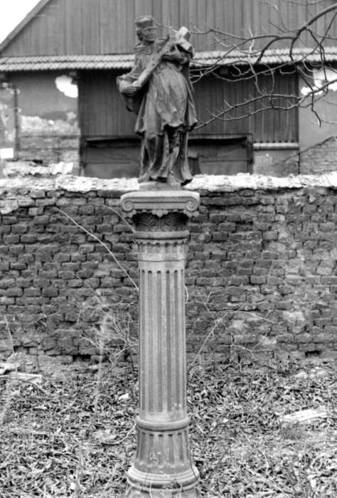 Sv. Jan Nepomucký v Hrušově na fotografii asi z 80. let 20. století (Archiv města Ostravy).