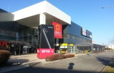 20.12.2016  Nová fasáda Avion Shopping park ... bcdae642bba